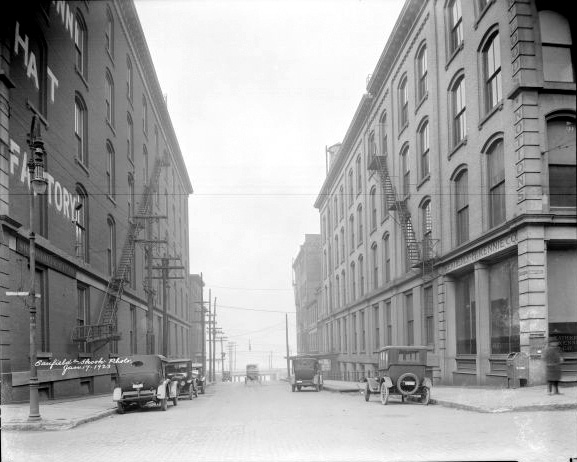 Sixth Street north from Main Street in 1923 (U of L Photographic Archives)