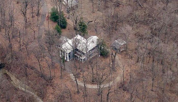 Rock Hill mansion in Mockingbird Valley threatened (via Bing maps)