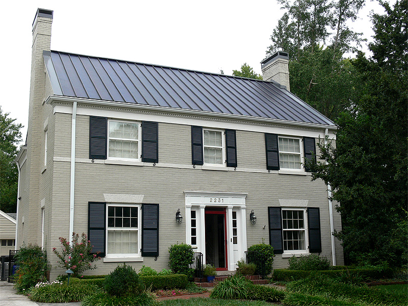 Thin-film solar blends with with a historic district (Courtesy RegenEn)