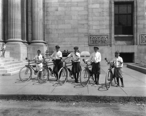 Children and bikes at the Central Library (Courtesy UL Photo Archives)