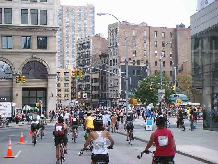 An Open Streets program in New York draws a crowd. (Branden Klayko)