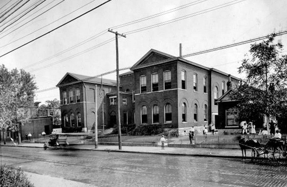 1311−1317 South Preston Street in 1916. (Courtesy UL Photo Archives)