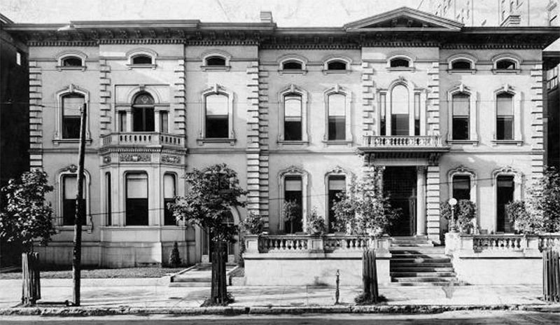 The old Pendennis Club, demolished, at 332 West Walnut Street (now Muhammad Ali Boulevard) in 1920. (Courtesy UL Photo Archives - Reference)