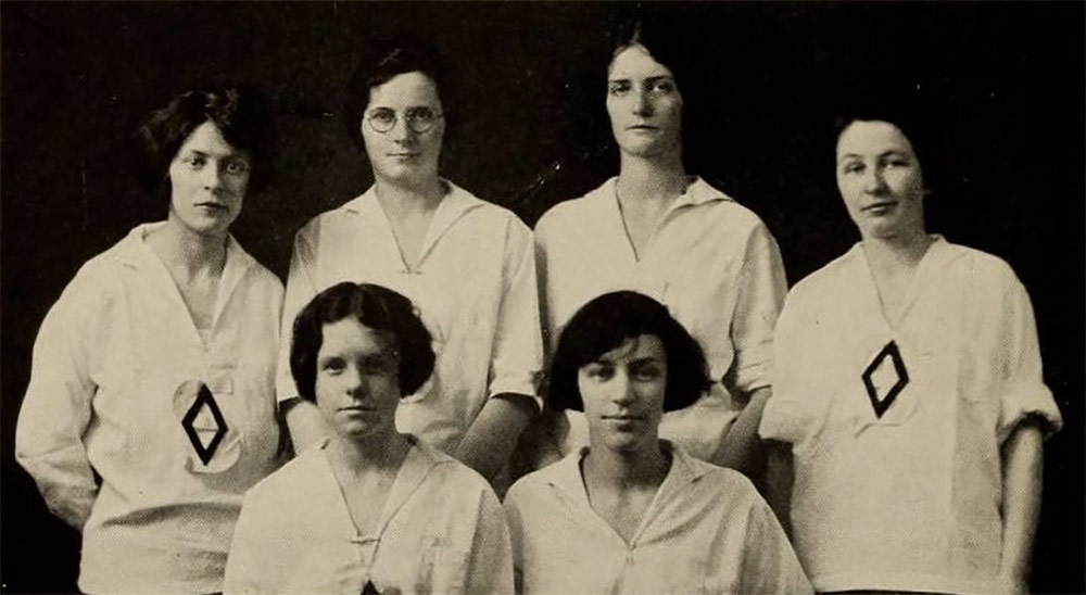 "Louise (back row, second from right) pictured in her 1923 ""All-Smith"" team photo. (Smith College / archive.org)"