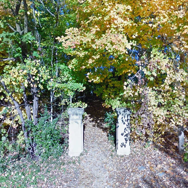 Repurposed stone pieces at Cherokee Road and Alta Avenue leading into Cherokee Park. (Courtesy Google)