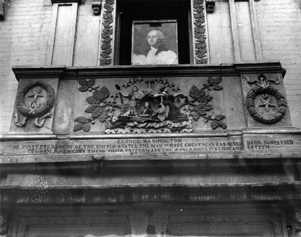 Detail of the Heigold House in 1936 showing the facade's bas reliefs painted in various colors. (Courtesy UL Archives - Reference)