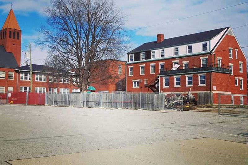 The back of the building. (Bryan Grumley / Broken Sidewalk)