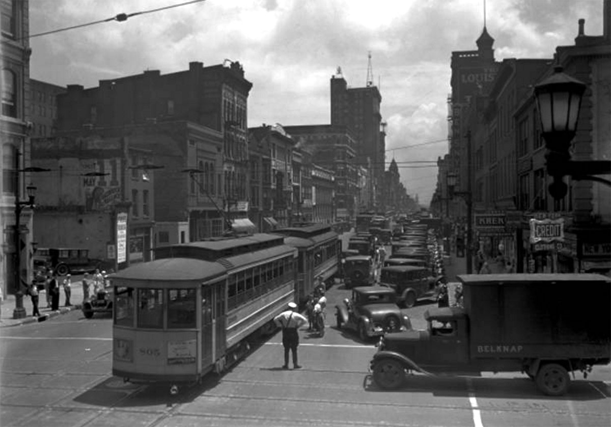 Trolleys on Market Street at Sixth Street in 1933. (Courtesy UL Archives - Reference)