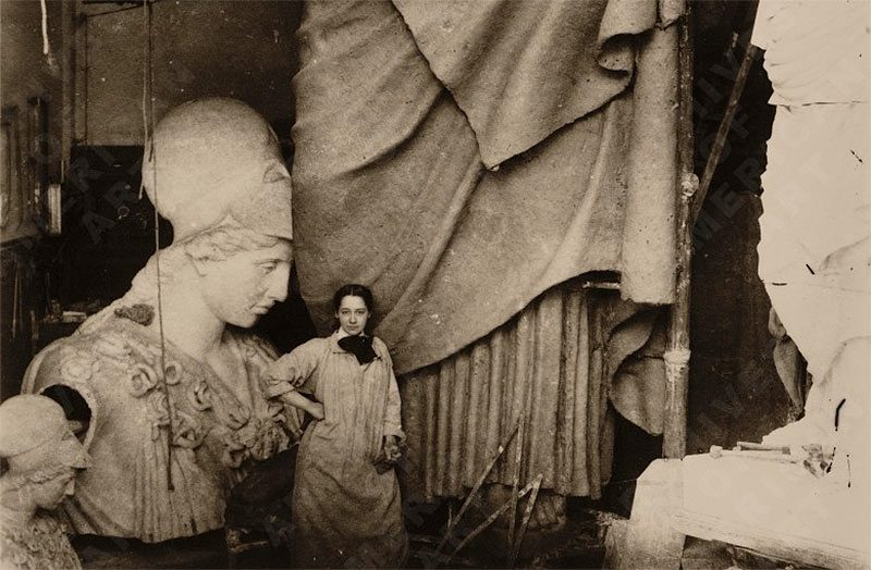 Enid Yandell with her monumental sculpture of Pallas Athena, 1896. (Courtesy Smithsonian Archives of American Art)