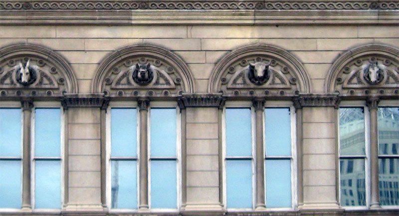 Detail of Louisville City Hall. (elycefeliz / Flickr)