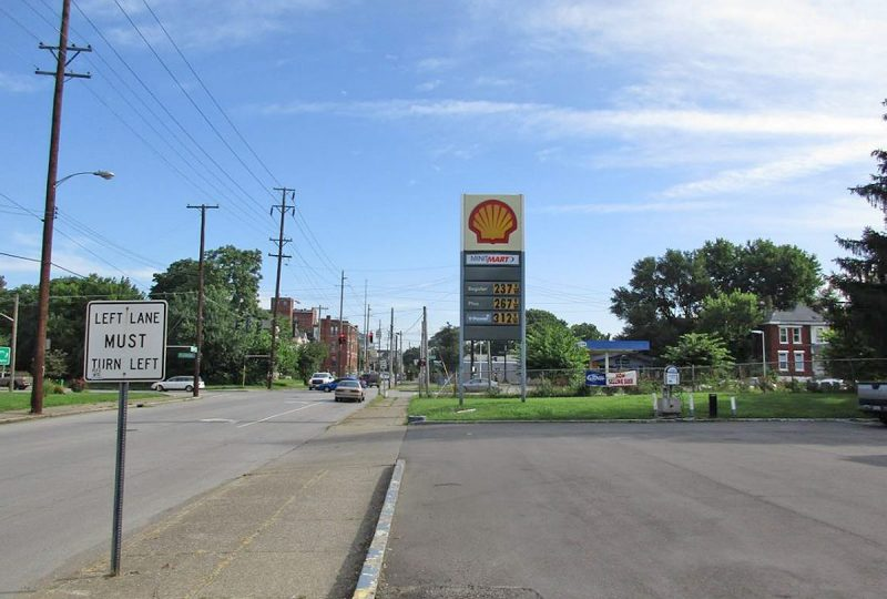 The existing gas station sign on Floyd Street. (Via Metro Louisville)